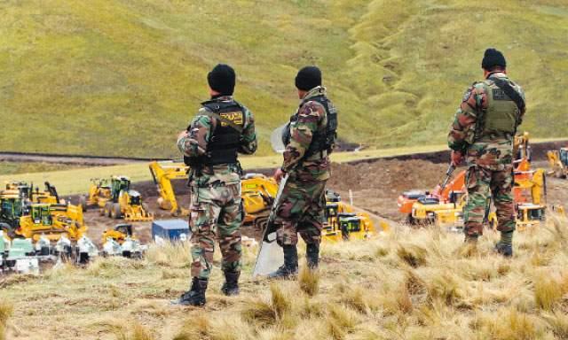 Caso Conga: 400 efectivos de la Dinoes desalojarían a comuneros que pernoctan cerca de la laguna Azul