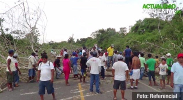 Mineros aún mantienen bloqueada Carretera Interoceánica a la altura del kilómetro 47