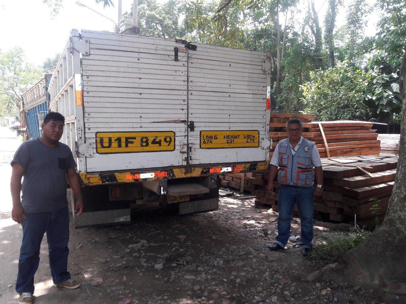 foto-decomiso-de-madera-y-camion