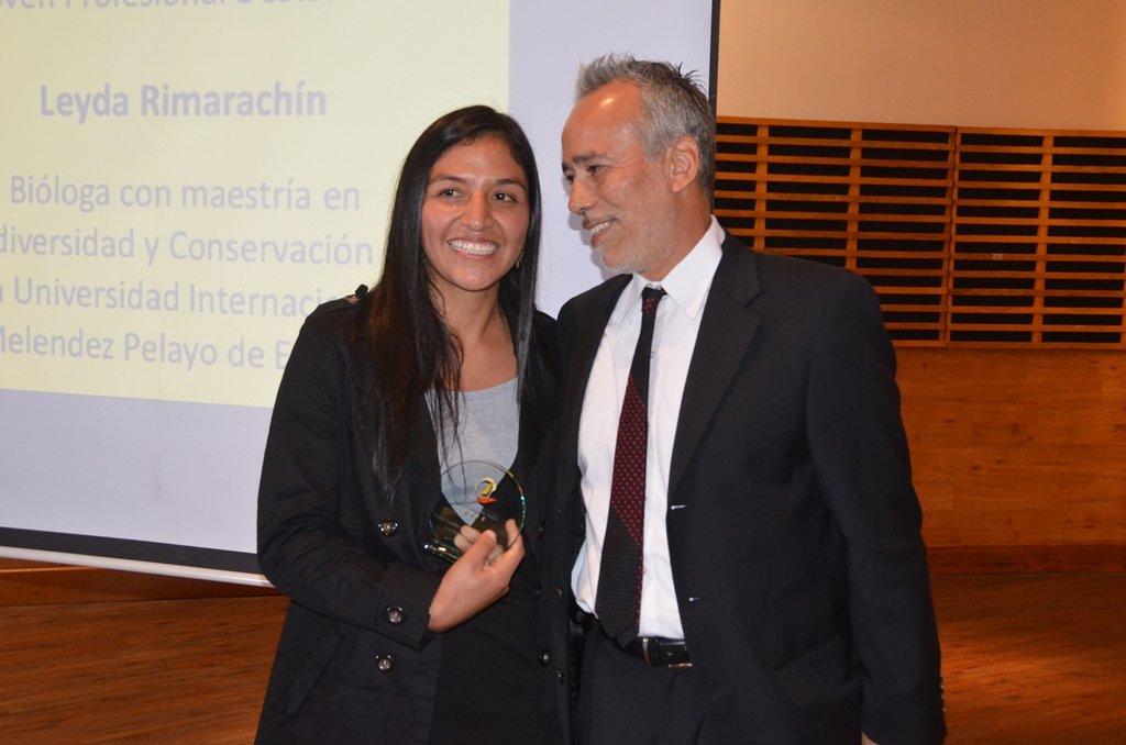 La bióloga Leyda Rimarachín fue premiada en la categoría Joven Profesional Destacado por su labor de conservación en Amazonas