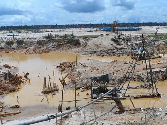 Minería ilegal en Puerto Maldonado.