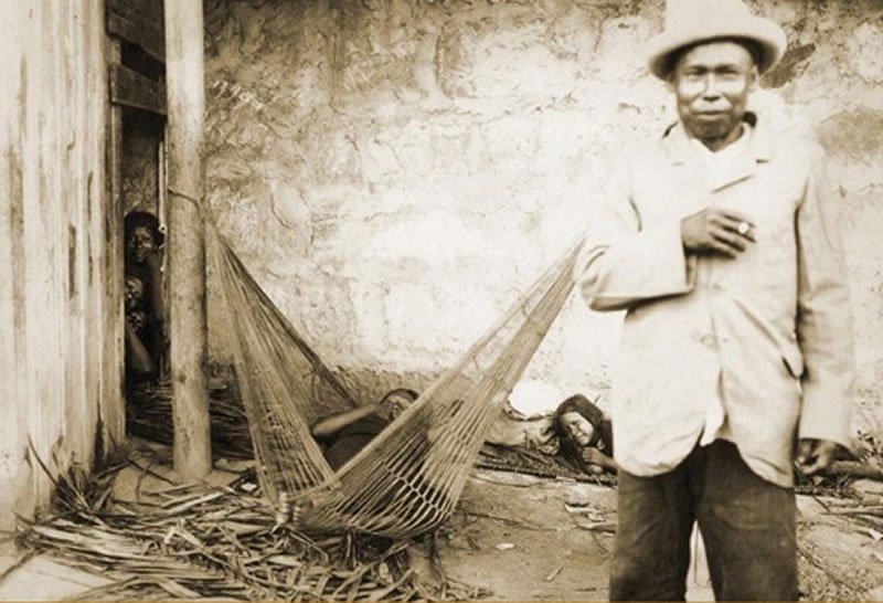 540-En-esta-fotografía-se-trata-de-mostrar-a-una-familia-indígena