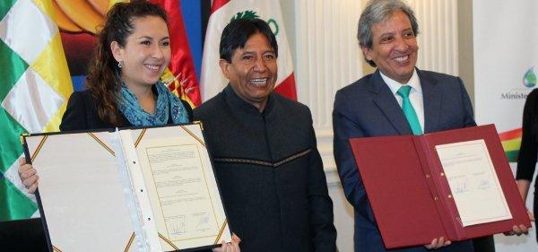 firma a favor del Titicaca