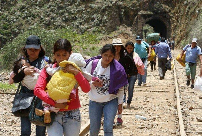 Huayco en el kilometro 82 de la carretera central deja la vía bloqueada