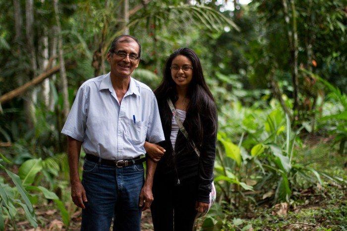 Víctor y K'erenda Zambrano en el área de conservación privada que debe su nombre a la hija del líder ambientalista. Foto: Conservamos por Naturaleza.