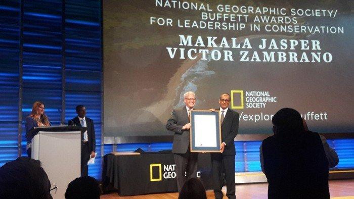 Víctor Zambrano gana premio National Geographic de Liderazgo en Conservación 2016. Foto @paulakahumbu