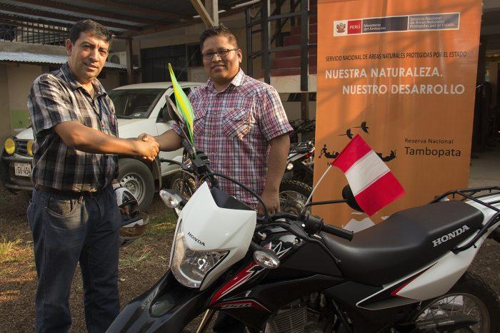 Entrega de moto a Reserva Nacional Tambopata