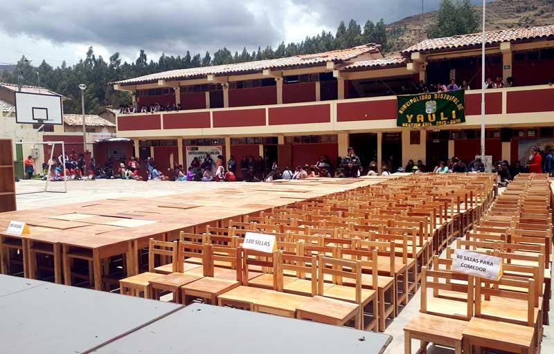 Convierten madera incautada en mesas y sillas para escolares ...